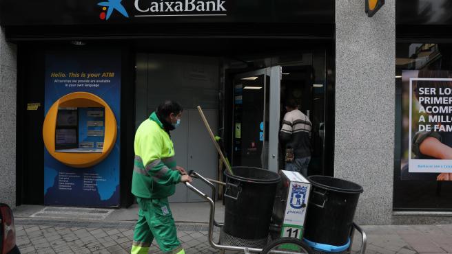 CaixaBank rebaja los despidos en 500 personas a las que se compromete a recolocar en empresas del grupo