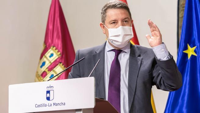 Toledo, 27 de abril de 2021.- El presidente de Castilla-La Mancha, Emiliano García-Page, firma los convenios del Plan de Empleo con los representantes de las cinco diputaciones provinciales. (Fotos: D. Esteban González
