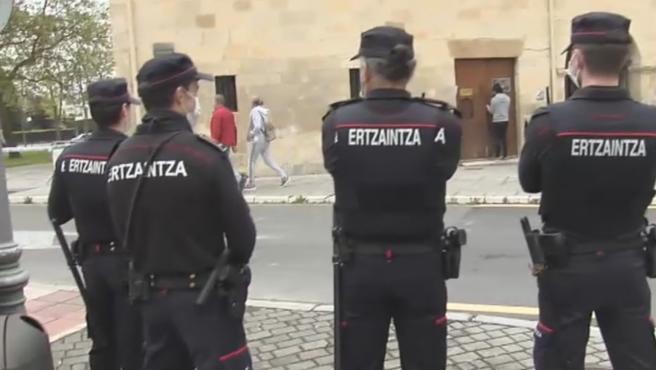 Imagen de archivo de varios agentes de la Ertzaintza.