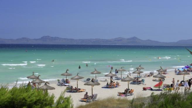 España ofrece muchas oportunidades para disfrutar de unos días libres en grandes playas.