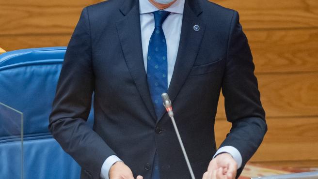 O presidente da Xunta, Alberto Núñez Feijóo, responde as preguntas dos grupos no Pleno da Cámara. Pazo do Hórreo, Santiago de Compostela, 07/10/{yr0}.