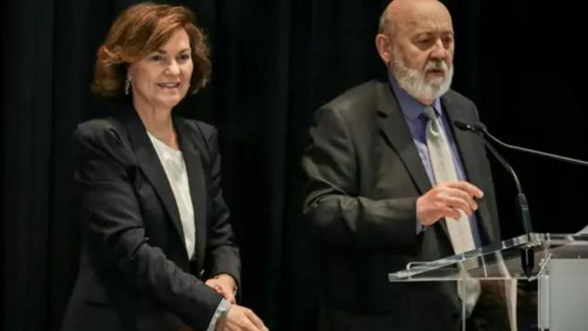La vicepresidenta Carmen Calvo y José Félix Tezanos, presidente del CEI.