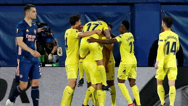 Los jugadores del Villarreal celebran un gol ante el Arsenal.