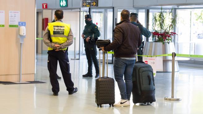 Controles Guardia Civil a la entrada y salida del aeropuerto de Ibiza.