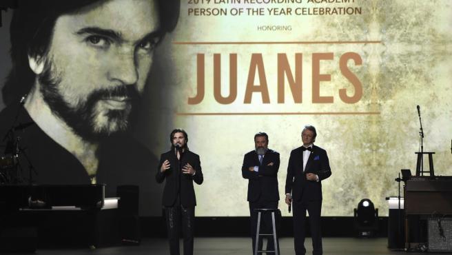 Juanes en el tributo de la Academia de la Grabación Bruce Springsteen.