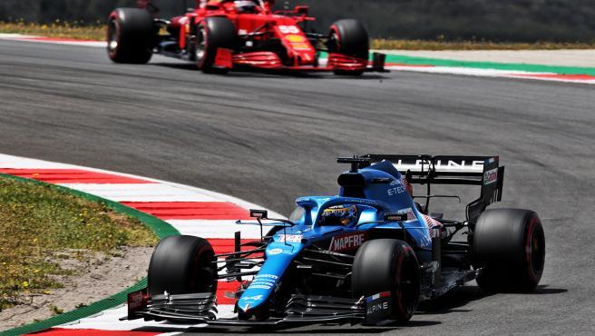 Fernando Alonso and Carlos Sainz, in the Portuguese GP