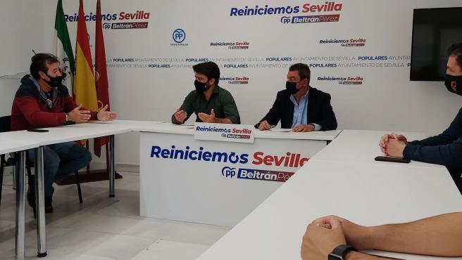 """Sustitución.- Beltrán Pérez se reúne con la plantilla de Tussam y pide a Espadas que restituya la """"paz social"""""""