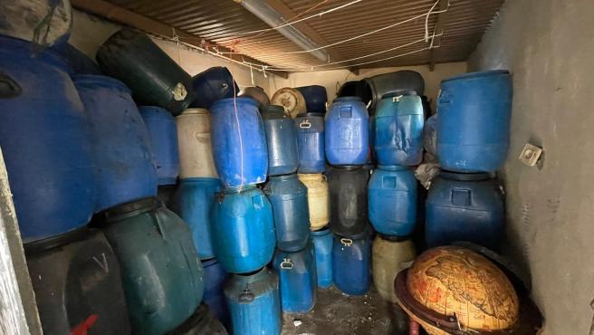 Cae una banda de la Vila Joiosa dedicada al robo de aceite usado de contenedores públicos para venderlo