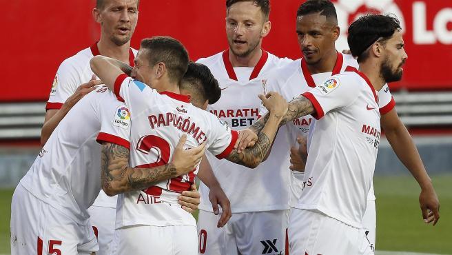 El Sevilla celebra un gol.