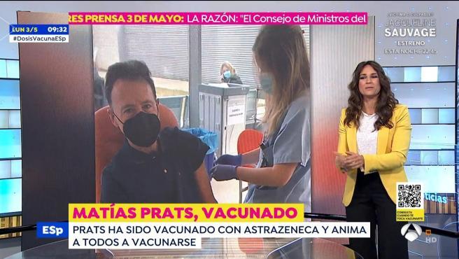 El presentador Matías Prats es vacunado con Pfizer.