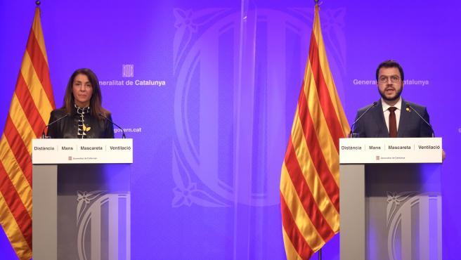 El vicepresidente del Govern en funciones, Pere Aragonès, y la portavoz del Govern, Meritxell Budó, durante una declaración institucional.