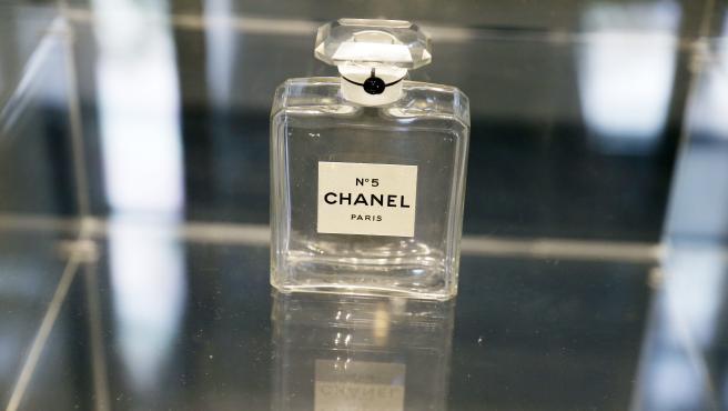 El perfume Chanel nº5 en una exposición de 2013.