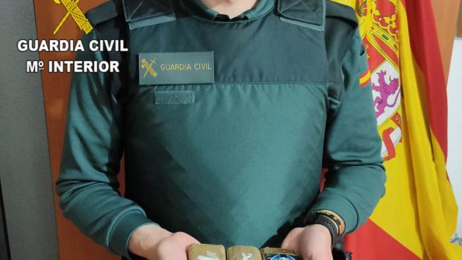 Dos detenidos en Mondéjar (Guadalajara) cuando portaban tres tabletas de hachís de 300 gramos