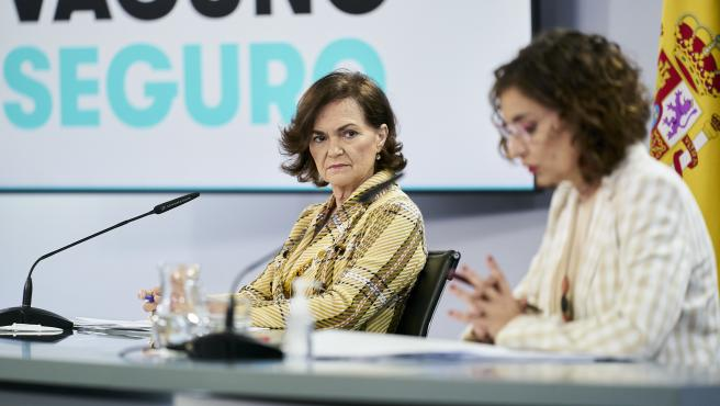 La vicepresidenta primera Carmen Calvo comparece en rueda de prensa posterior al Consejo de Ministros en Moncloa.