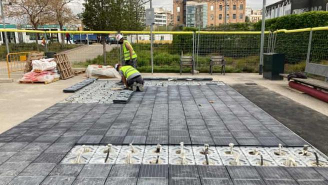 Estos 50 metros cuadrados son capaces de suministrar energía a tres hogares.