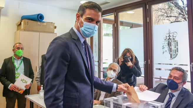 Pedro Sánchez vota