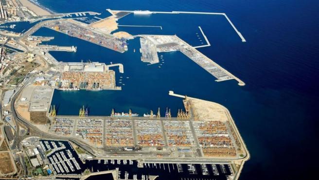Trece positivos en los dos buques confinados en el Puerto de València