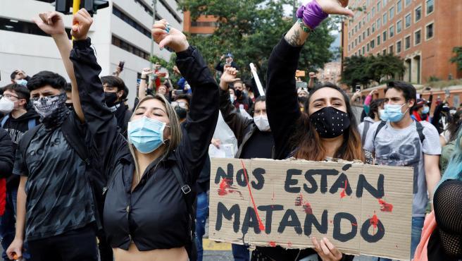 Los estudiantes participan en manifestaciones contra el gobierno del presidente Iván Duque en Bogotá (Colombia).