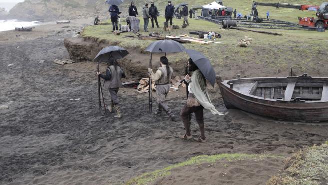 """Graban en la playa Azkorri de Getxo la serie """"Sin límites"""" sobre la primera vuelta al mundo de Magallanes y Elcano"""