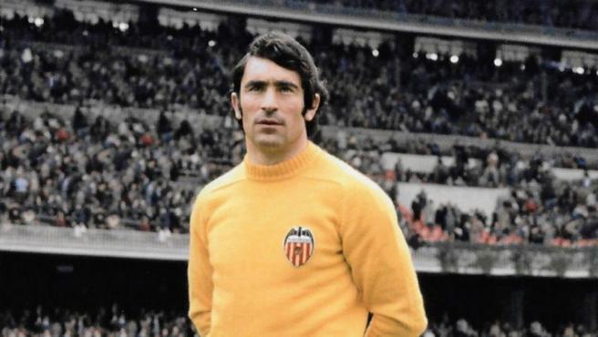 Ángel Abelardo González, Valencia goalkeeper.