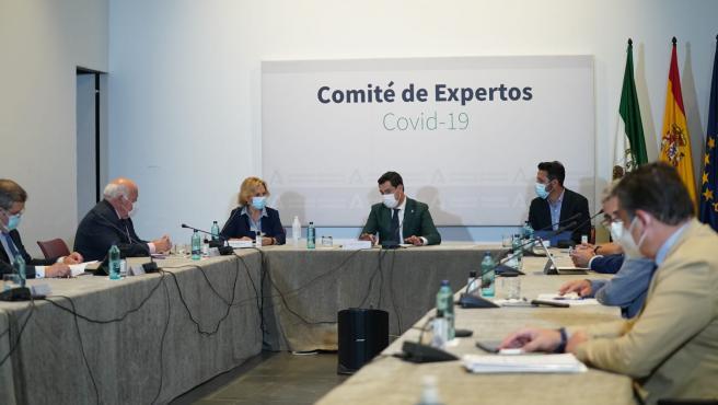 El presidente de la Junta, Juanma Moreno, durante la reunión del último comité de expertos.