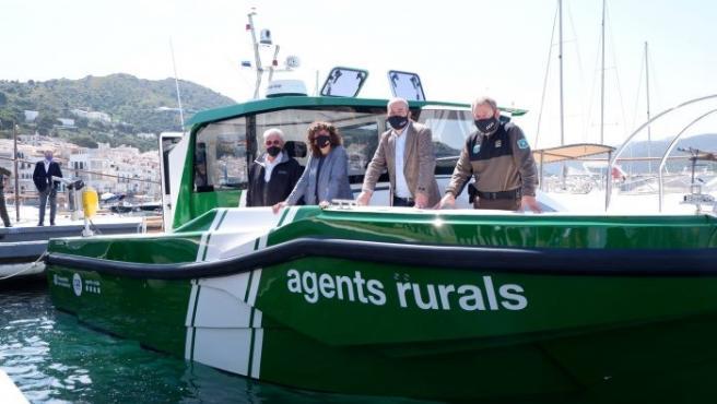 """Jordà presenta una nueva embarcación para """"mejorar"""" la patrulla de espacios marítimos de Girona"""