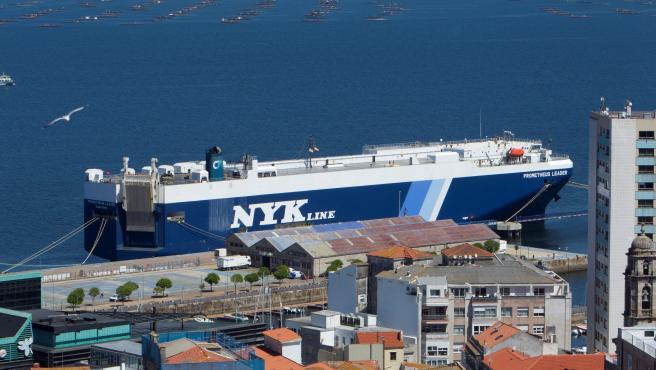 El buque RO-RO Prometeus Leader detenido en el puerto de Vigo.