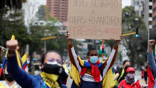 Protesta en Bogotá contra el Gobierno colombiano y la violencia policial.