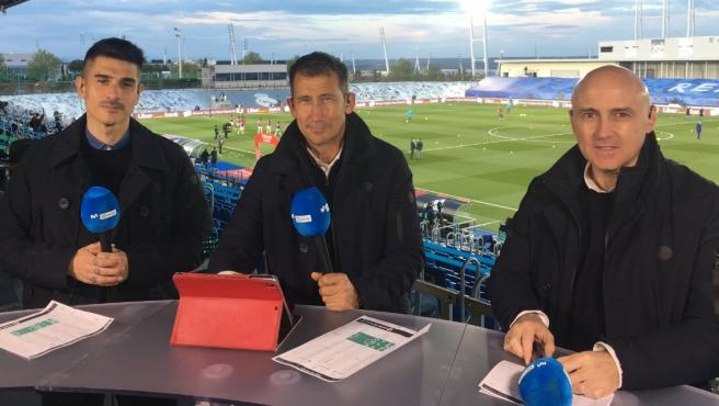 Álvaro Benito, Carlos Martínez y Maldini, durante una retransmisión de un partido
