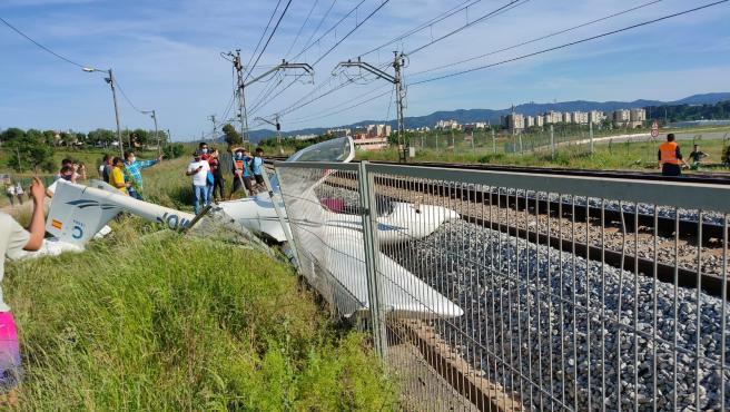Imagen de la avioneta estrellada en Sabadell.