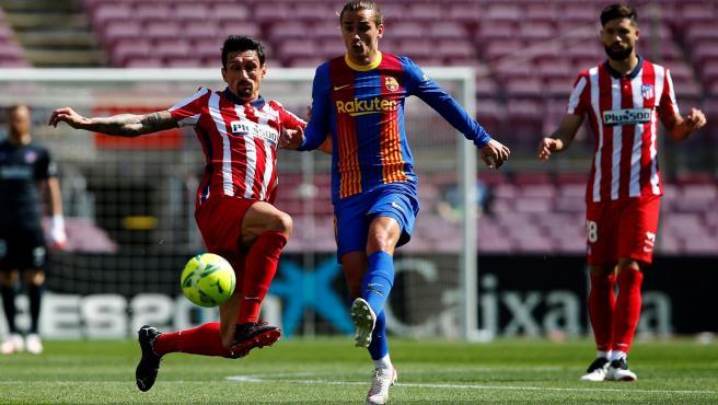 Savic y Griezmann, durante el Barça vs Atlético.