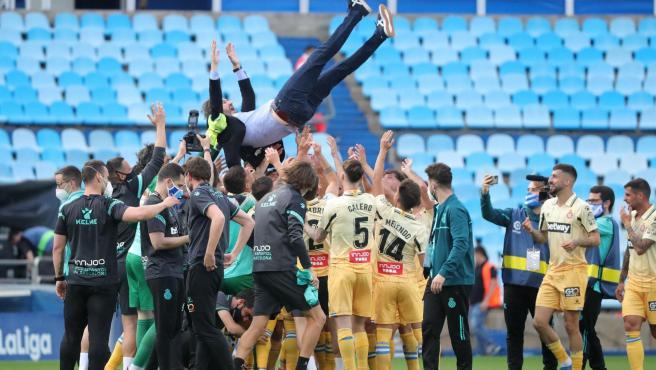 Espanyol celebrates the promotion.