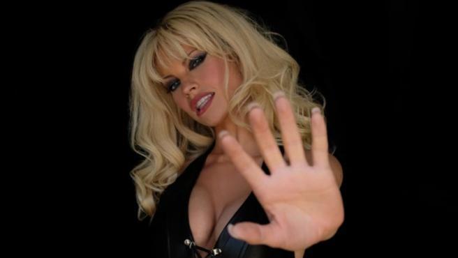 Lily James como Pamela Anderson