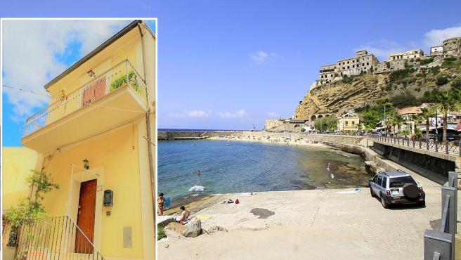 Imagen de la playa de Pizzo Calabro, con la casa a la venta inserta, a la izquierda.