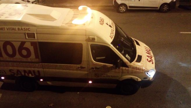 Ambulancia del SAMU 061 de Baleares durante un servicio de noche.