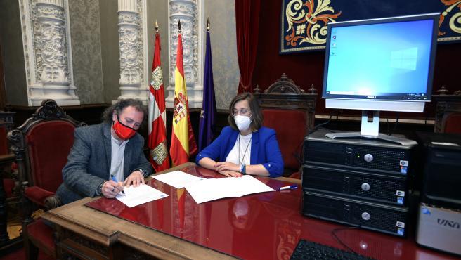 Diputación de Palencia aporta siete ordenadores para reforzar el sistema informático de los Salesianos de Villamuriel