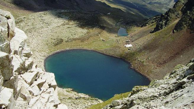 La Montaña palentina cuenta con espacios protegidos como el Parque Natural de las Fuentes Carrionas, con numerosas rutas de senderismo y con pueblos de lo más pintoresco. Sus cumbres se alzan majestuosas. (Foto: Wikipedia/Goldonak)