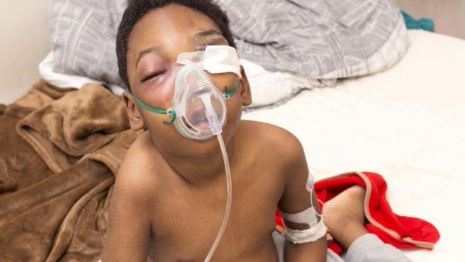 Nathaniel Nabena tiene leucemia mieloide aguda y necesita urgentemente un trasplante.