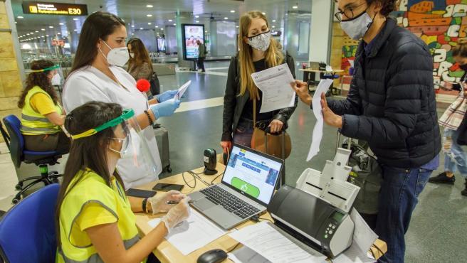 Canarias prorroga hasta el 31 de julio el control de pruebas COVID-19 a viajeros nacionales