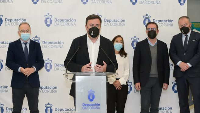 La Diputación extenderá su plan de ayudas a la hostelería y agencias de viaje a Santiago, Ferrol y A Coruña