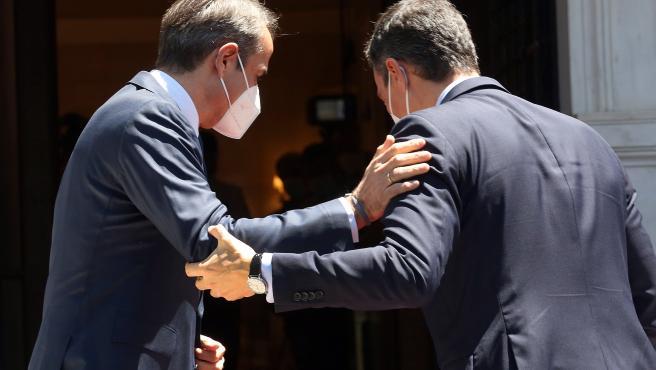 Pedro Sánchez, con Mitsotakis