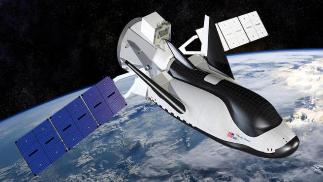 Una recreación de cómo se verá el Dream Chaser en el espacio con su módulo Shooting Star.