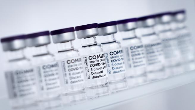 Viales de la vacuna Comirnaty.