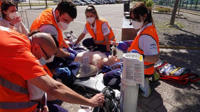 Alumnos de Enfermería de la UMA realizan un ejercicio de cuidados críticos
