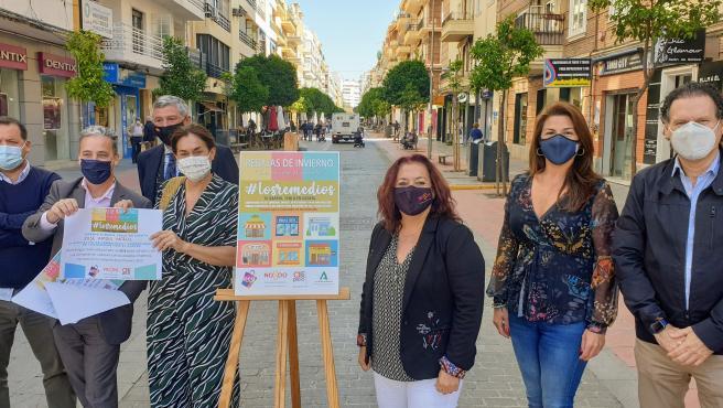 Ayuntamiento y comerciantes de Los Remedios entregan premios de la campaña de rebajas 'Sin cruzar el puente'