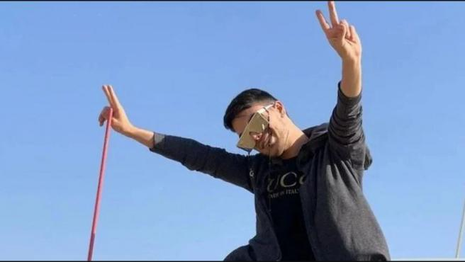 Alireza, el joven iraní asesinado por su hermano tras descubrir su homosexualidad.