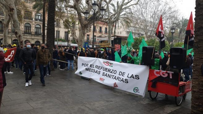 """""""Caravana de coches y motos"""" de la plantilla de Tussam con avisos del deterioro del """"clima"""" laboral"""