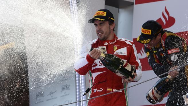 Fernando Alonso celebra su victoria en el GP de España de 2013