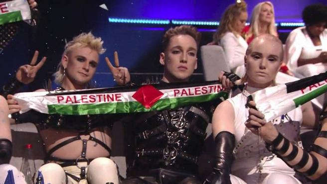 La bandera palestina que ondeó en Israel por Eurovisión: el documental 'A  Song Called Hate' recuerda la proeza de Hatari