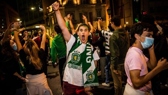Seguidores del Sporting celebran el título de liga